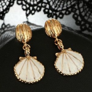 Jewelry - Brand New Gold Seashell Earrings